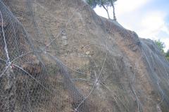 Posa in opera di reti paramassi, consolidamento versanti